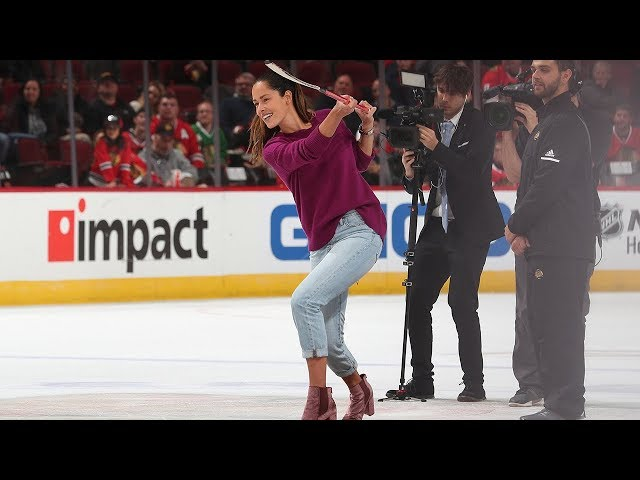 """Four fans amazingly score during """"Shoot the Puck"""" competition in Chicago"""