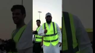 بالفيديو .. لاعب النصر السابق سعد الحارثي يوزع وجبات الإفطار لصائمين