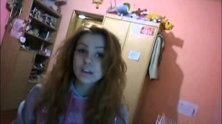 Девушка очень красиво и мощно поет песню на английском Репетиция