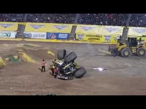 Best of Monster Truck Grave Digger / MONSTER JAM LIVE El Paso TX  2017 Races & Freestyle