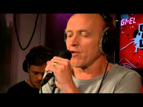 3FM - GIEL - Stef Bos hertaalt Prayer in C