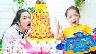 Cách Làm Bánh Sinh Nhật Dâu Tây Khổng Lồ ❤ DIY Giant Birthday Cake Strawberry - Trang Vlog