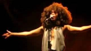 "Erykah Badu ""Orange Moon"" (live @ Wiesen)"