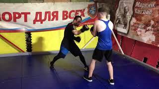 Специальная физическая подготовка для боксеров. Задача выбить медболл у оппонента.