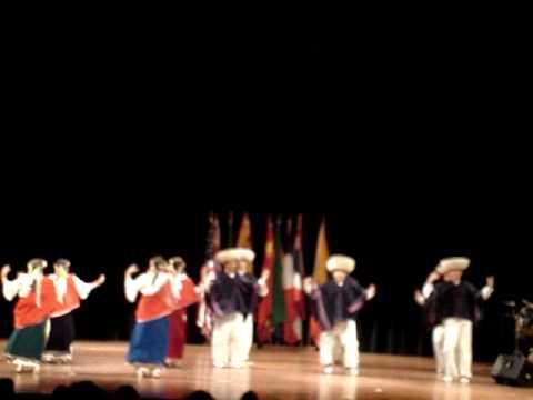 que-bonitos-ojos-tienes-te-los-besare-jahua-nan-bailando-folclore-andino-loreto-saez-pezo