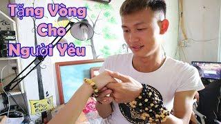Duy Thường || Cua Gái Xinh Tặng Vòng Phong Thủy || Beautiful girl