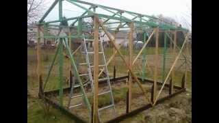 Budowa tunelu foliowego na drewnianym szkielecie