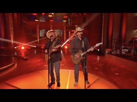 The Bellamy Brothers Perform Redneck Girl  Huckabee