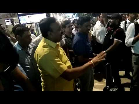 SpiceJet - Worst Airlines in India | Harassed Passengers Singing on the Airport in Protest