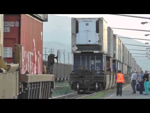 CN Rail -- The 12'000 ft Intermodal