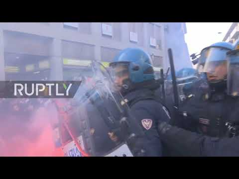 Italy: Antifa protesters clash with police in Milan