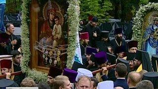 Под сводами Киево-Печерской лавры молятся в память князя Владимира