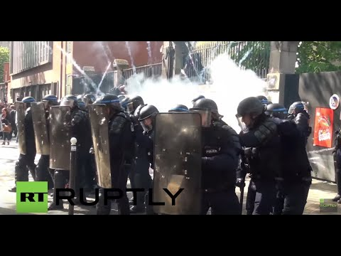 France: Riot police battle protesters at May Day demo in Paris