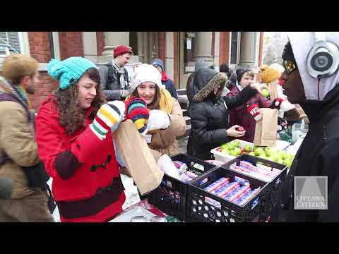 University, students provide Christmas meals to the homeless