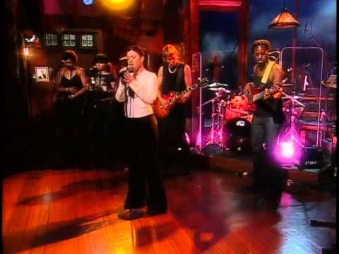 Kelly Clarkson - Miss Independent - Live @ The Late Show