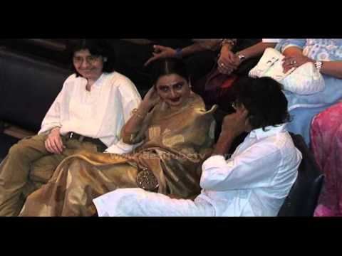 WHAT!! Amitabh Bachchan And Rekha Dating Each Other ?