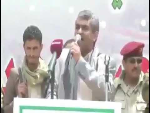 فيديو: قيادي حوثي يقابل «علي عبدالله صالح» ويهينه ويهدده أمام حرسه وأنصاره