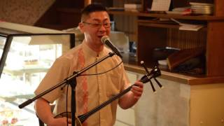 八重山古典民謡保存会師範の三浦直信さん、金沢のコバタルームでのライブ。