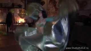 Восточные танцы на свадьбе Видео 3(Команда http://StudioAlele.ru продолжает видео серию восточных танцев, снятых на свадьбе. Нашли красивый стих о..., 2014-05-21T21:59:09.000Z)