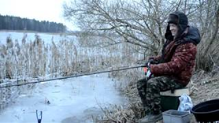 Ловля крупной плотвы в феврале фидером. Зимняя рыбалка на реке фидером.