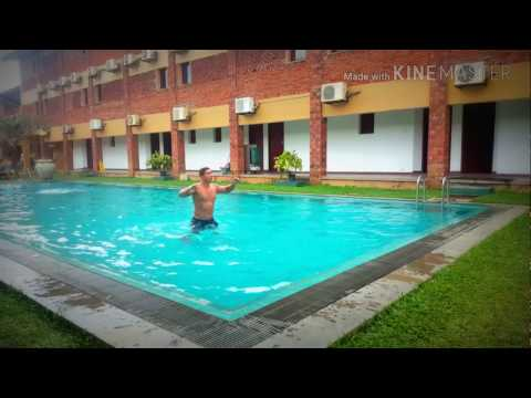 ejercicios piscina para adelgazar piernas