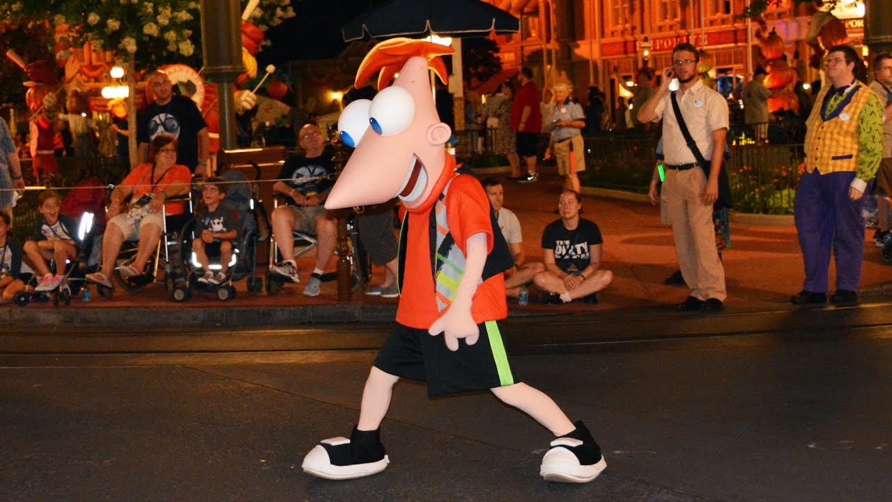 phineas & ferb creepa crew before boo-to-you parade at mickey's not