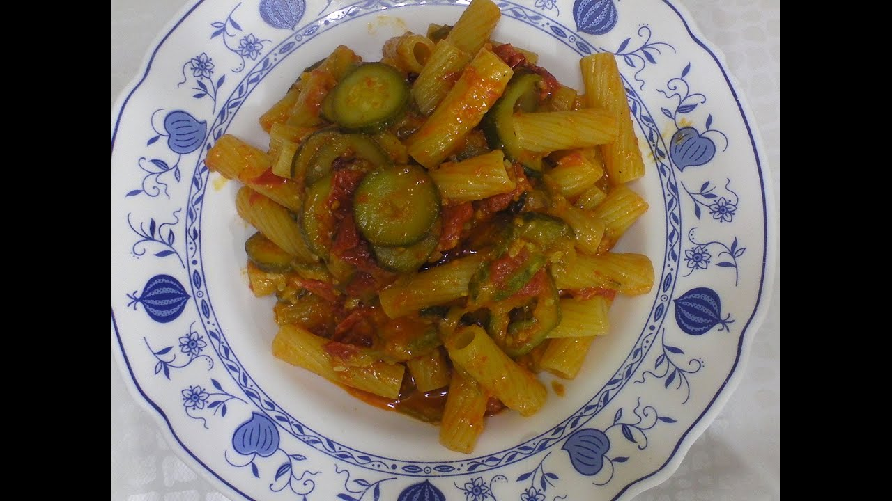 Ricetta della pasta con zucchine e pomodori ciliegino for Cucinare zucchine al forno