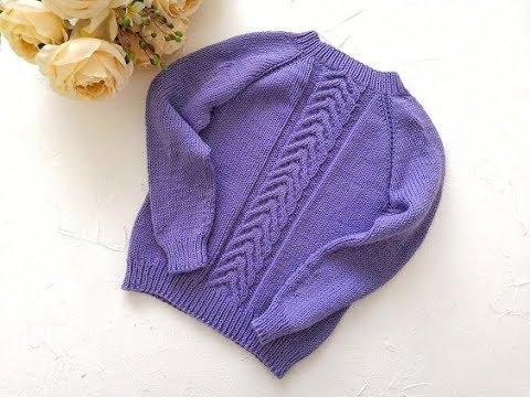 Детский свитер спицами регланом сверху.