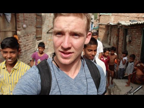 AMERICAN exploring Slums in INDIA! (New Delhi)