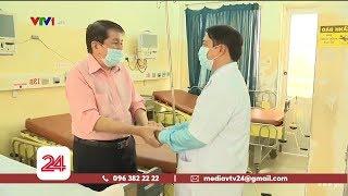 Tình cảm đặc biệt của y bác sĩ dành cho bệnh nhân nhiễm Covid-19 | VTV24