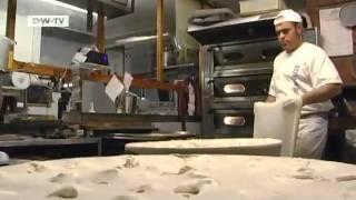 a la carte: Käse-Focaccia - eine Spezialität aus der ligurischen Stadt Recco   euromaxx
