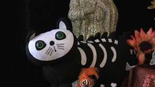 Create a Day Of The Dead Altar For A Cat