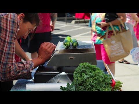 PSU Vanguard Visits the Woodstock Farmers Market