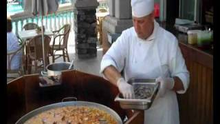 How To Make The Perfect Paella!