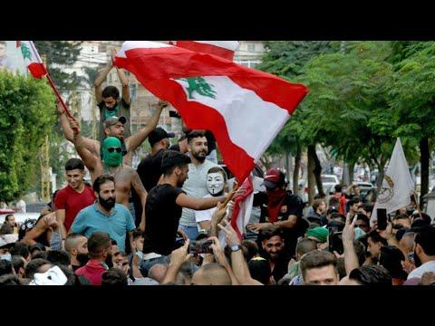 آلاف اللبنانيين يتظاهرون لليوم الثالث على التوالي ضد الطبقة السياسية  - 11:55-2019 / 10 / 21