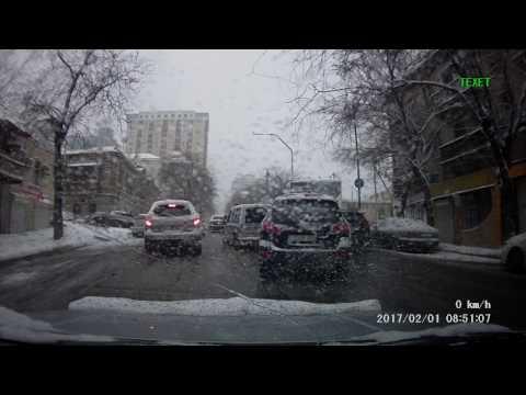 Снег и дороги в Баку