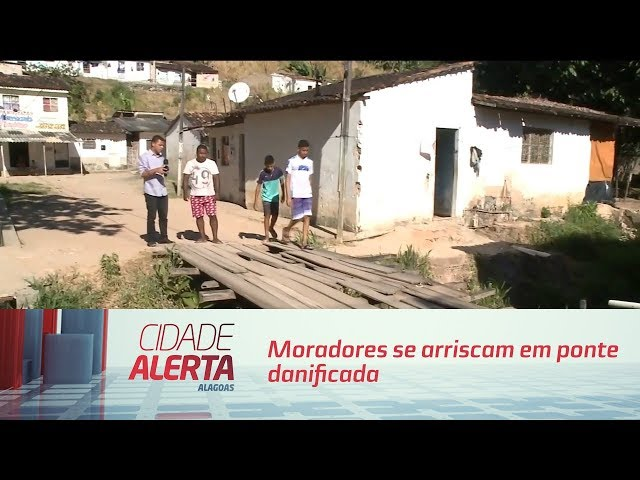 Moradores se arriscam em ponte danificada  no bairro de Bebedouro