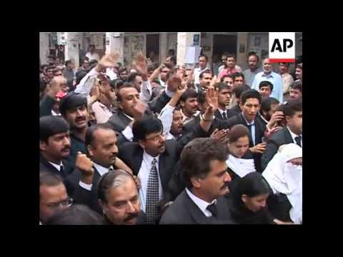 Two hundred Pakistani lawyers protest to end state of emergency