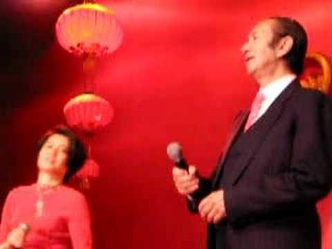 Stanley Ho sings
