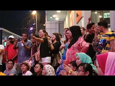 Mereka semua happy sangat.... Terpancar pada wajah...