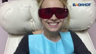 Две блондинки в Волгограде рассказали, как сэкономить на новогоднем подарке - отбеливании зубов