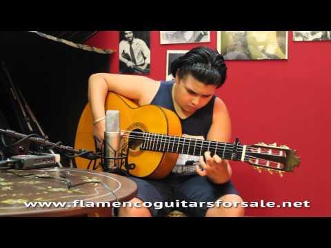 """""""Tarrito"""" plays his new flamenco guitar Francisco Barba 2015 in Solera Flamenca"""