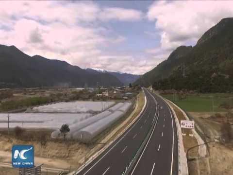 Amazing scenery along Lhasa-Nyingchi High Grade Highway in Tibet