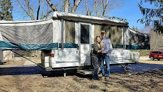 Emily and Josh pick up the Camper 2018