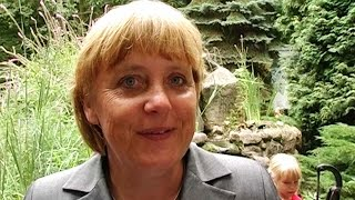 Angela Merkel im Zoo Eberswalde (17.08.2004)