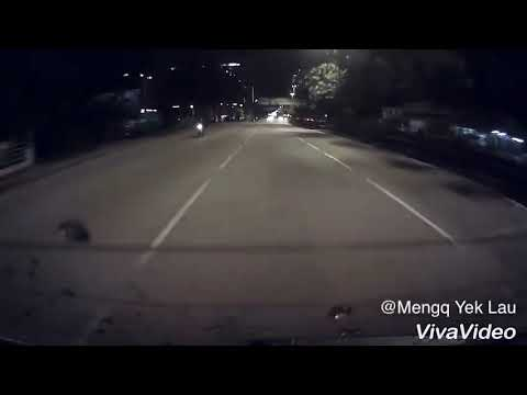 Aggressive Toyota Camry with a shocking ending in Malaysia