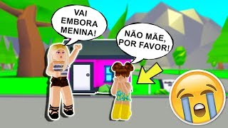 MOM KICKED THE LITTLE GIRL OUT OF THE HOUSE IN THE ROBLOX-HISTORORINHA