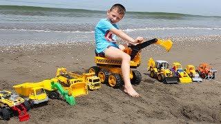 ALİ'NİN ŞANTİYESİ OYUNCAK İŞ MAKİNELERİ ile kumda ve suda deniz sahilde oynuyoruz