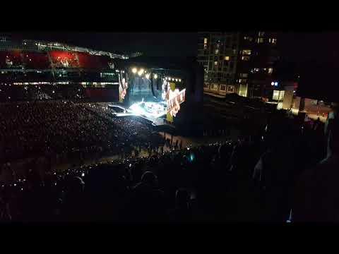 Guns n Roses - Not In This Lifetime Concert Ottawa - Slash Guitar Session & Sweet Child of Mine