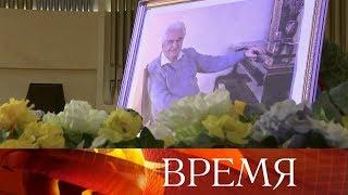 В Москве похоронили композитора Евгения Крылатова.